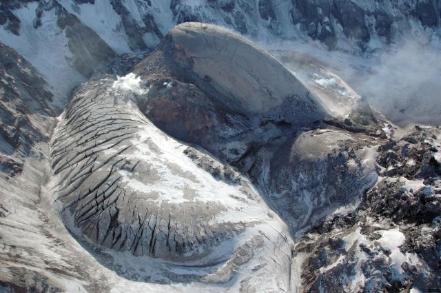 Crater Glacier y espina de domo en el año 2005. FUENTE: USGS.